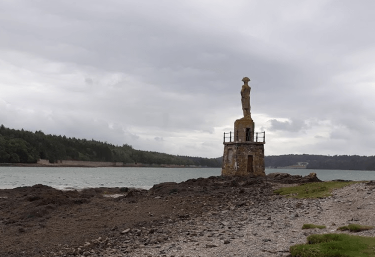 Statue of Admiral Nelson on the end of a pebbly beach