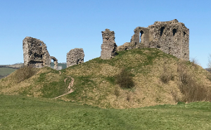 Shropshire Hills Walking Holiday: Clun Castle