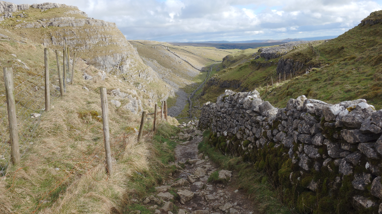 Three Dales Way: Down Ing Scar